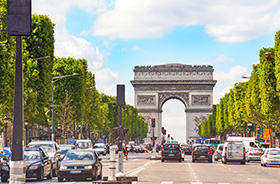 Champs Elysees und Arc de Triomphe in Paris © Rainer Sturm (Pixelio.de)