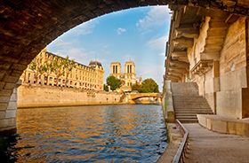 Seine mit Blick auf Notre-Dame in Paris © S. Borisov (Shutterstock.com)